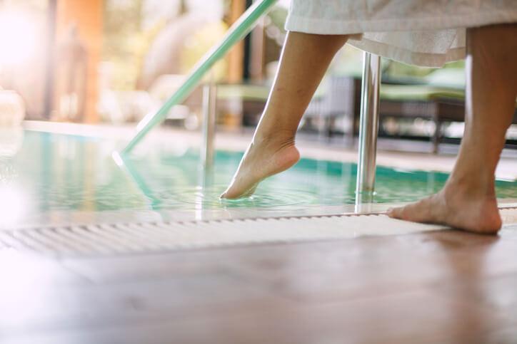 Deshumidificador industrial para buena calidad de oxígeno y cuidado estructural interno en piscinas deportivas y escolares